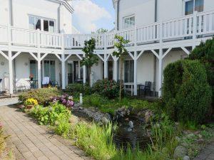 Innenhof mit Teichanlage